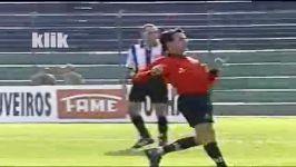 فوتبالیستهای ما أگه این داورو ببینن می ترسند برن تو زمین