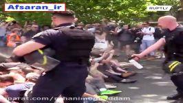 پلیس فرانسه انقدر نایس مهربونه همه معترضین رو جمع کرده یک جا و