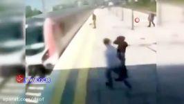 نجات یک زن خودکشی در ایستگاه مترو   اقدام جنون آمیز یک زن در ایستگاه قطار