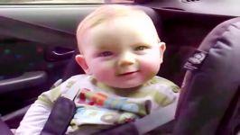 این کودک دوست ندارد چشمهایش را ببندد