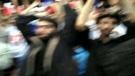 سردادن شعار الشعب یرید اسقاط آل سعود توسط دانشجویان انقلابی در ورزشگاه آزادی