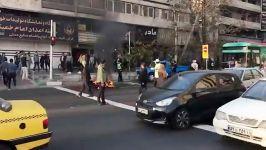 بازداشت جوانی کہ در اعتراض بہ توقیفِ موتور سیکلتِ خود، آن را وسط خیابان آتش زد